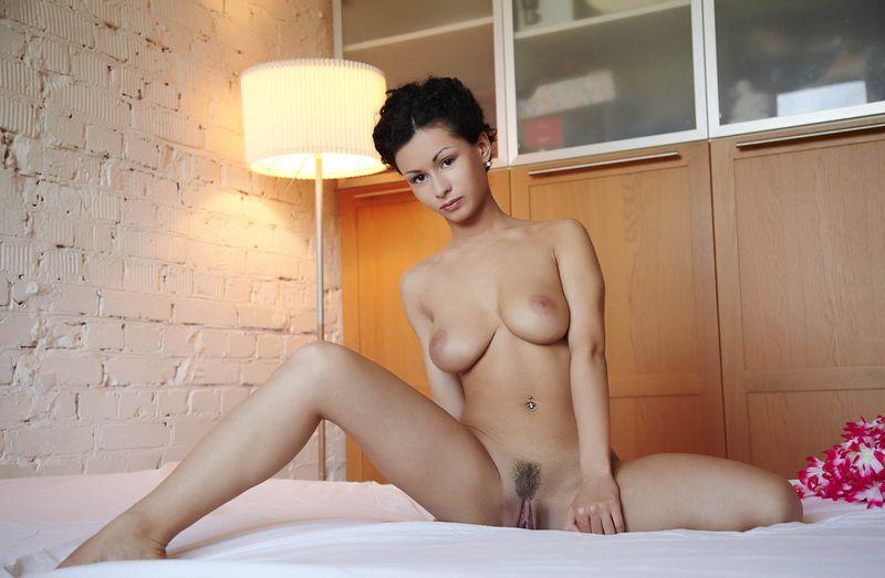 Голая девушка стрижка фото